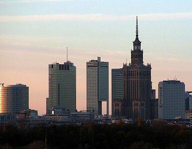 """Gigantyczny """"kufer podróżny"""" Louis Vuitton stanie w Warszawie"""