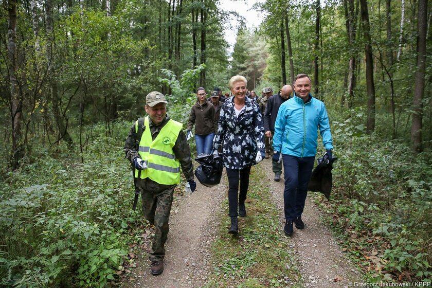Akcja #sprzątaMY las z udziałem pary prezydenckiej