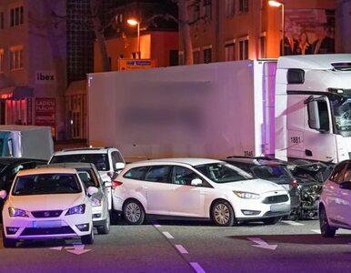 Niemcy. Kierowca ciężarówki wjechał w sznur samochodów. Osiem osób rannych