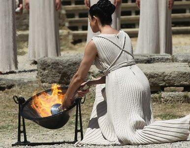 Płonie ogień w Olimpii (galeria)