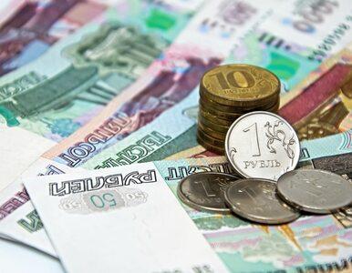 Rubel na dnie. Łukoil rozważa zmniejszenie inwestycji o 1,5 mld dolarów