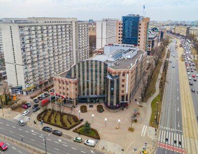 Jeden z najbardziej znanych biurowców w Warszawie zmienia właściciela....