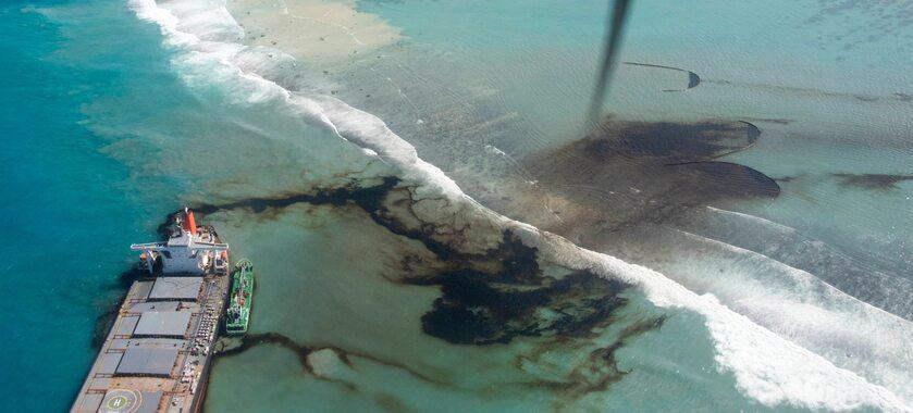 Wyciek ropy z japońskiego tankowca