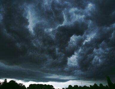 Niebo przeciągnięte grafitem chmur - dziś deszcze i burze