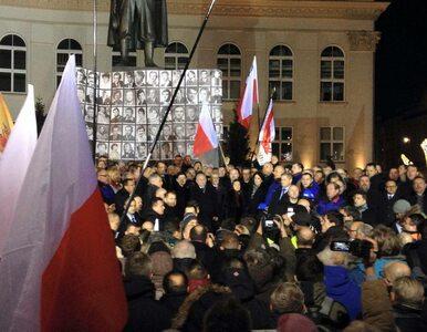 Manifestacje KOD i PiS w Warszawie. 35. rocznica obchodów wprowadzenia...