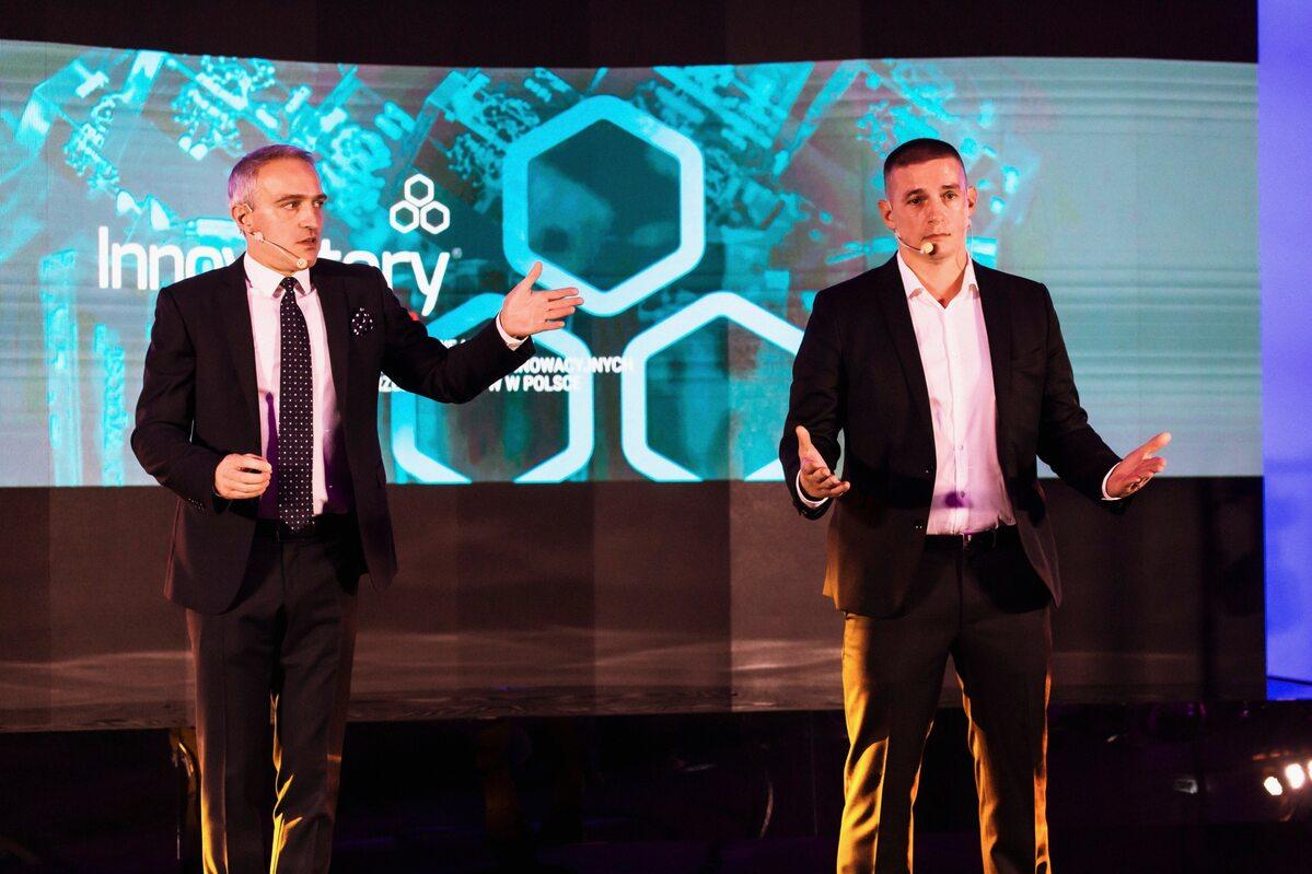 Paweł Orleański i Paweł Kluz Paweł Orleański (z lewej) i Paweł Kluz - prowadzący galę Innowatory 2019