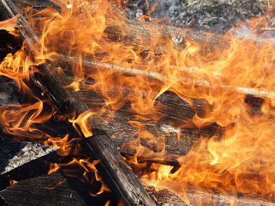 """""""Awantury, alkohol, podpalenia"""". W pożarze zginęły dwie osoby"""