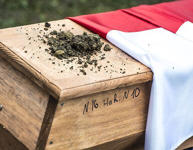 """Pogrzeb polskich bohaterów września 1939 roku na Ukrainie. """"Symbol..."""