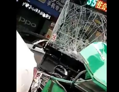 Longyan. Mężczyzna porwał autobus i wjechał w tłum. Są zabici i ranni