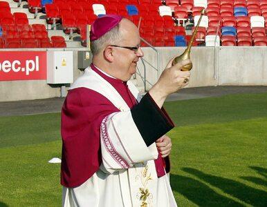 Biskup udzielał bierzmowania setkom uczniów. Ma koronawirusa, sanepid...