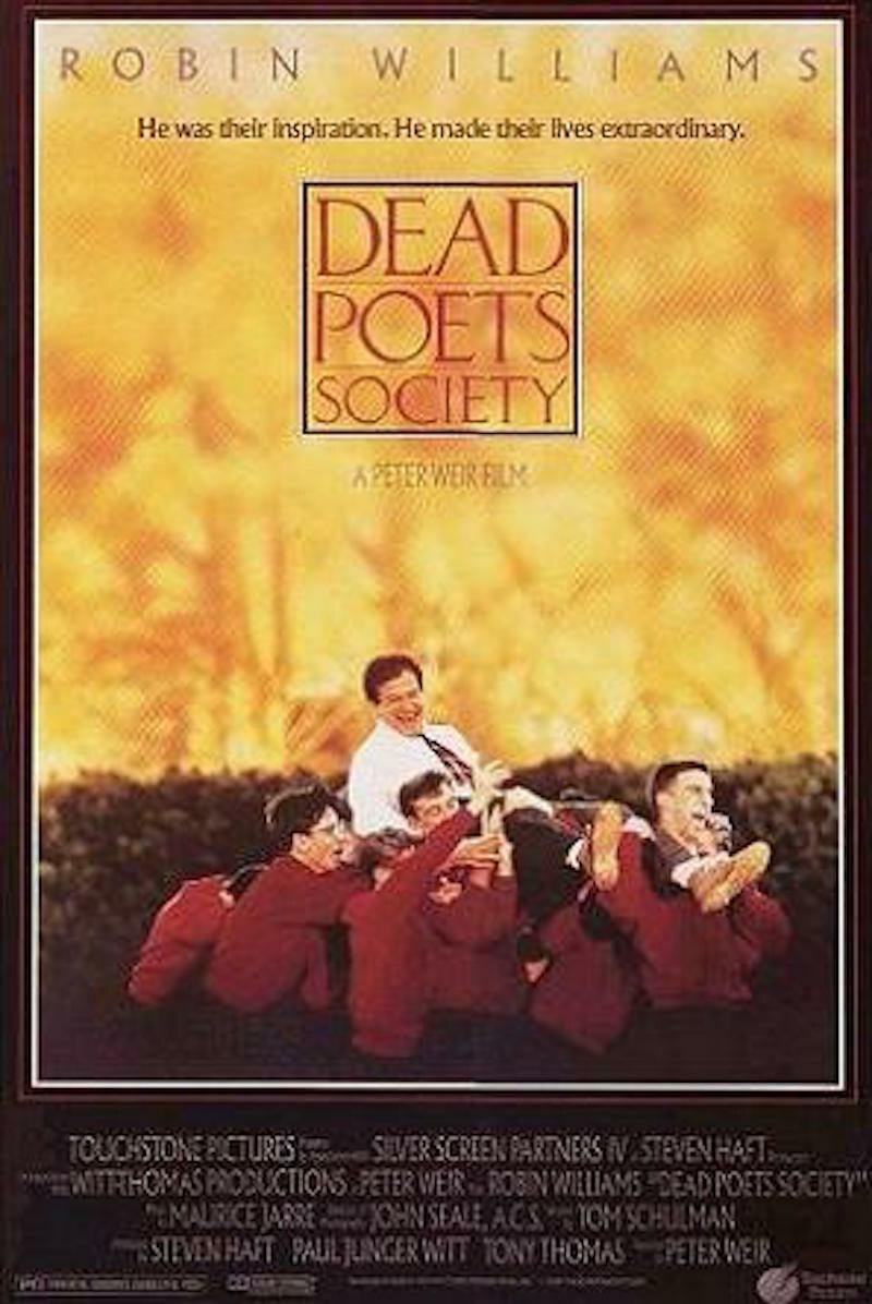 """""""Stowarzyszenie Umarłych Poetów"""" To kolejny film, w którym swoją grą na nominację do Oscara zapracował Robin Williams. """"Stowarzyszenie Umarłych Poetów"""" to amerykański dramat filmowy z 1989 roku w reżyserii Petera Weira. Na podstawie scenariusza tego filmu Nancy H. Kleinbaum napisała książkę o takim samym tytule. Williams wcielił się w rolę Johna Keatinga."""