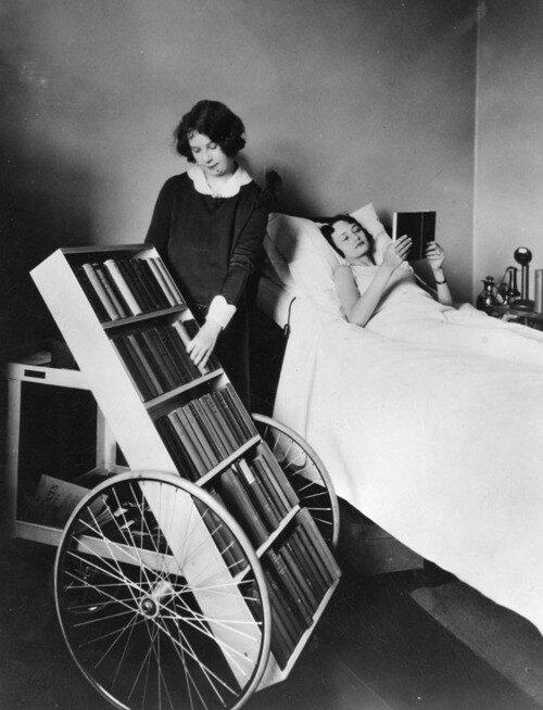 Mobilna biblioteka dla chorych (1928 r.), fot. epicdash.com