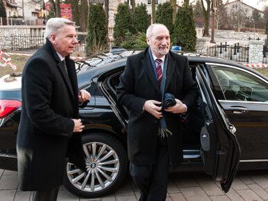 """""""Pan Kazimierz"""" bez uprawnień? Kierowca Macierewicza pod lupą prokuratury"""
