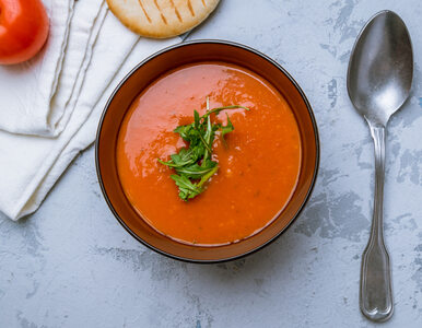 Jak zrobić idealną zupę pomidorową z niedzielnego rosołu?