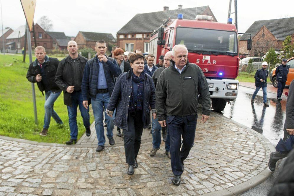 Premier Beata Szydło na posiedzeniu sztabu antykryzysowego w Zielonej Górze