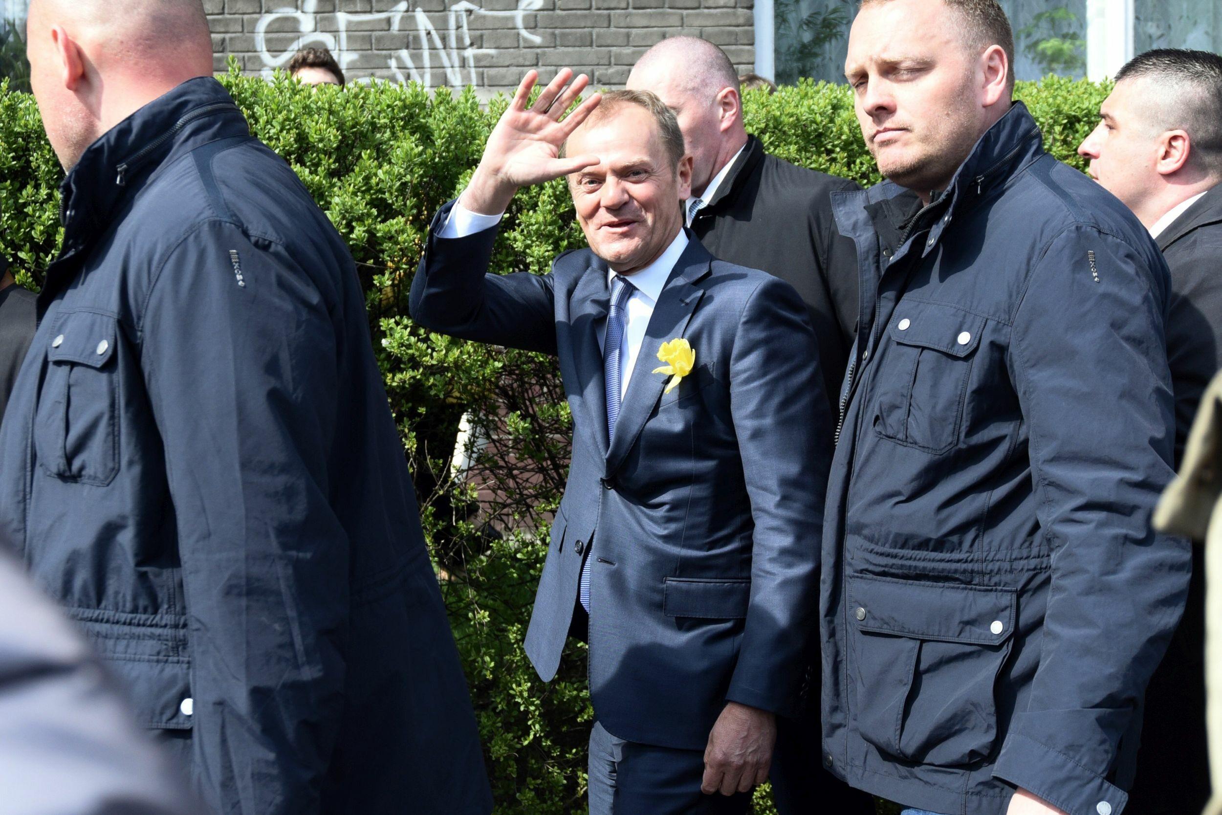 Donald Tusk w drodze do prokuratury
