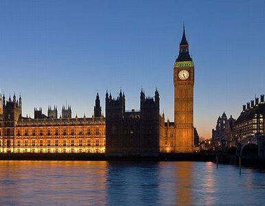 Big Ben chyli się w lewo, a parlament... tonie w Tamizie