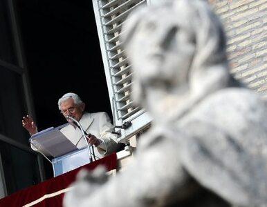 Benedykt XVI poświęcił kopię watykańskich drzwi dla Wadowic