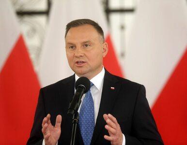 Duda w Lublinie: Stoicie pod tęczowymi flagami, ja pod biało-czerwoną,...