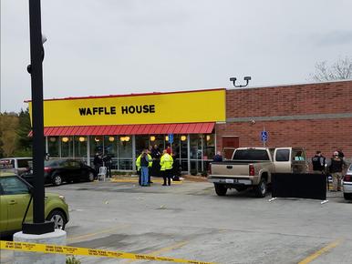 Strzelanina pod restauracją. Prawie nagi sprawca zabił cztery osoby