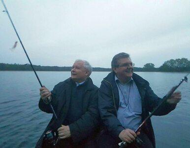 Jarosław Kaczyński to fanatyk wędkarstwa? To zdjęcie może pomóc w...