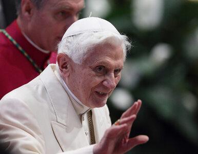 """Benedykt XVI choruje na postępujący paraliż. """"Może dotrzeć aż do jego..."""