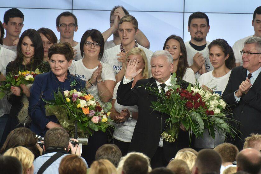 Beata Szydło, Jarosław Kaczyński w sztabie PiS po wygranych wyborach parlamentarnych