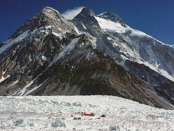 """Niepokojące doniesienia spod K2. Zła pogoda krzyżuje plany. """"Musimy..."""
