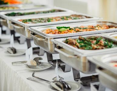 Szokujące wyniki kontroli firm cateringowych. Przeterminowane produkty i...