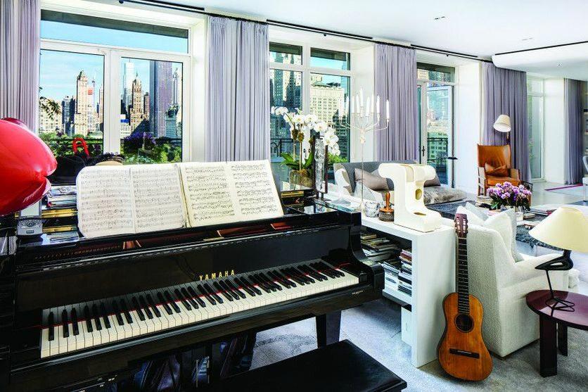Nowojorski dom Stinga Osobą wystawiającą mieszkanie na rynek jest Sting.