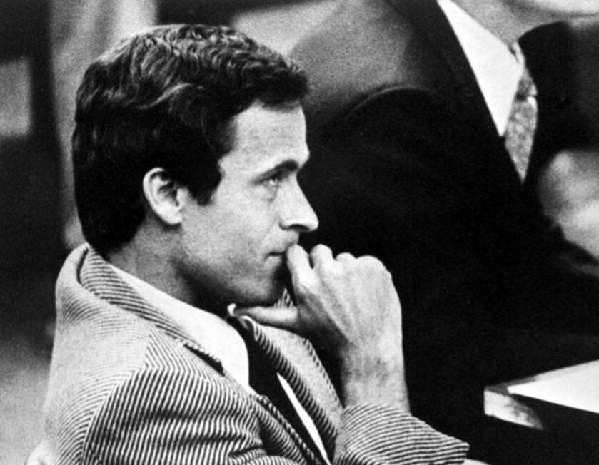 Ted Bundy podczas rozprawy w 1979 roku