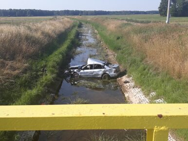 Samochód wpadł do kanału. Zginęły dwie osoby