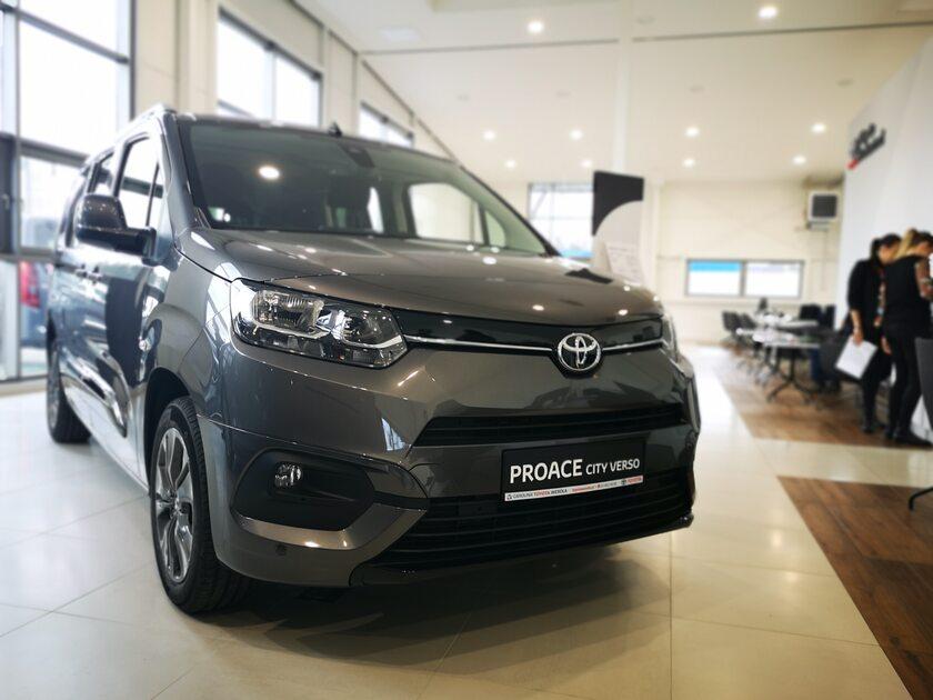 Samochody dostawcze Toyoty w Toyota Professional Wesoła