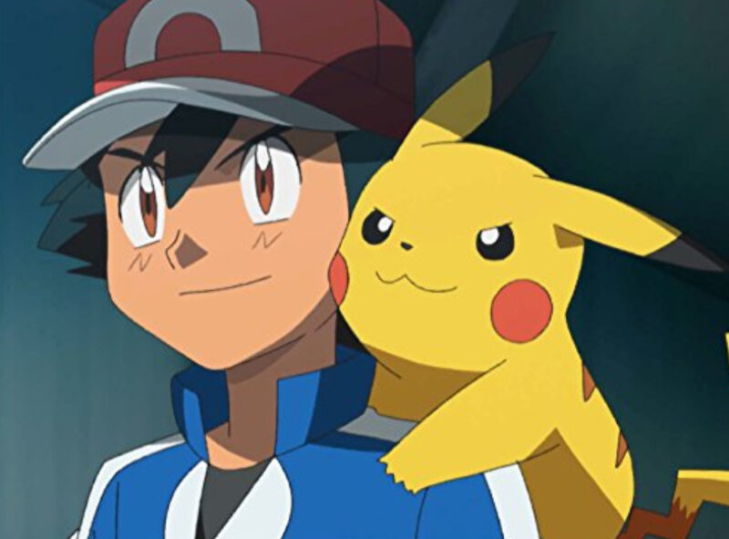 Jaki Pokemon siedzi na ramieniu Asha Ketchuma?
