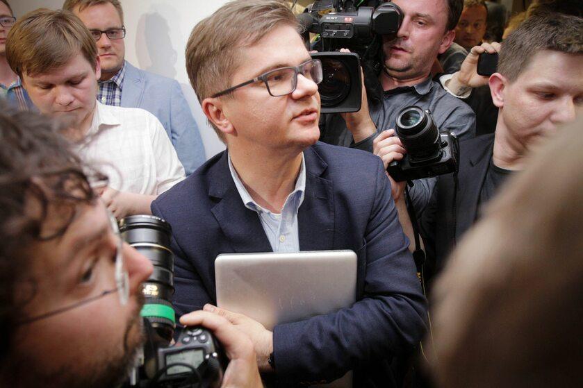 Sylwester Latkowski z laptopem