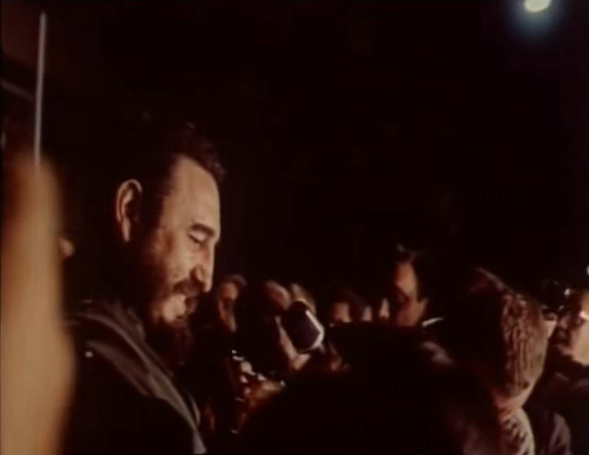 Fidel Castro w tłumie Polaków
